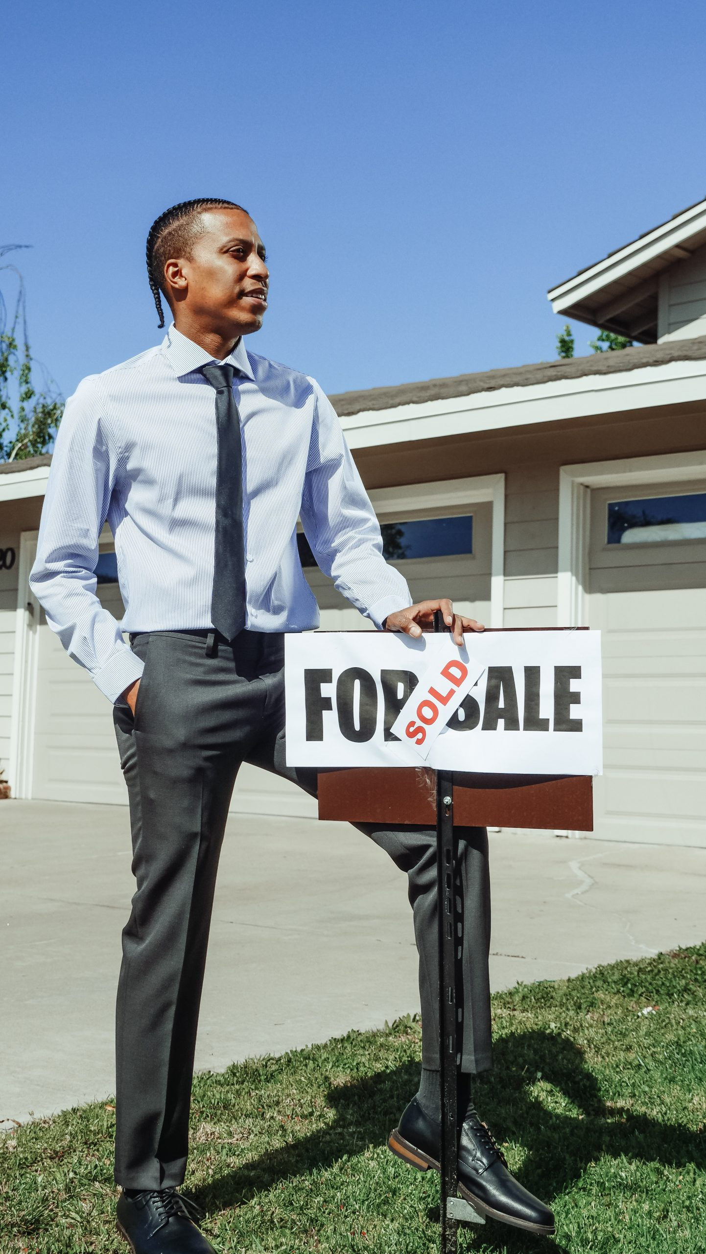 How to become a real estate agent… and start a new career